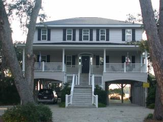 "902 Jungle Shores Dr - ""Boyhood Memories"", Isola Edisto"