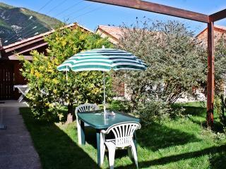 Jardin avec salon de jardin