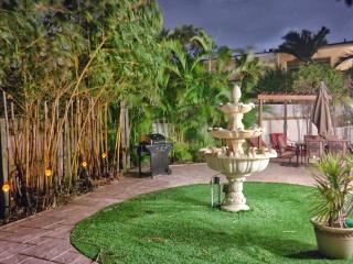 Spacious Beachside Estate with Dock and Pool!, Fort Lauderdale