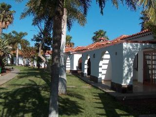 Welcome to this cozy and bright bungalow. We have 2 bungalows available., Maspalomas