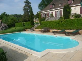 HOLIDAY GITE WITH PRIVATE POOL IN BERGERAC, Lembras