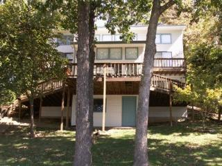 Sue`s Serenity - Spacious Lake Front Home in Desirable Quiet and Calm Cove. 8MM Osage Arm (Buck Creek Cove)., Gravois Mills