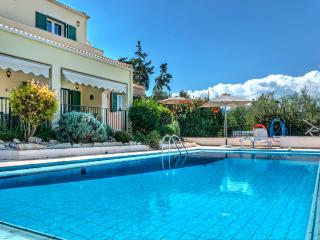 A luxurious villa with unique views to Souda bay, Drapanos