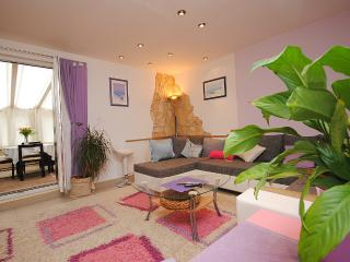Spacious Apartment in Vis centre, next to the port