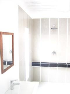 5 Private en suite bathrooms, soap, towels, linen, reading lamps, cupboards,fans