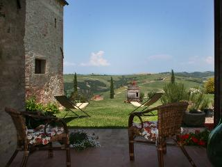 Farmhouse in Tuscany for families and groups, San Giovanni d'Asso