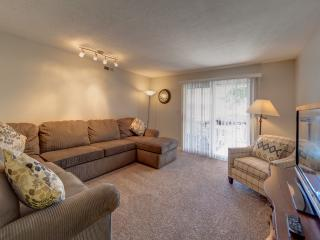 Comfortable and Spacious Condo - Large Bedrooms, Sleeps 6 in Beds, 2 Private Decks, Resort Amenities., Saint George