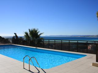 Air Conditioned Apartment with Pool, Garage, & Stunning Sea Views