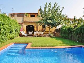 CB253 - Elegant town house with private pool, Begur