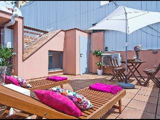 Pool and Terrace Apartment in Gràcia for 6