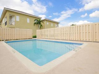 """""""Mona"""" - One bedroom Apartment with pool, Saint Andrew Parish"""
