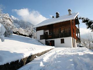 Chalet Mirabelle - apartment in private chalet on the edge of Samoens village