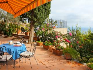 Francesca's Apartment Taormina
