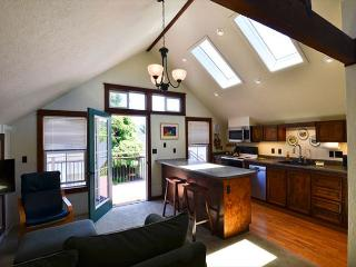 New and Modern! Northtown Loft is a 1 bedroom on quiet end of street near HSU, Arcata