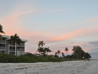 Island Beach Club Penthouse Near CasaYbel Resort, Isla de Sanibel