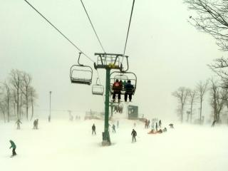 SKI Wisp Package With Lifts / Direct Lakefront, McHenry