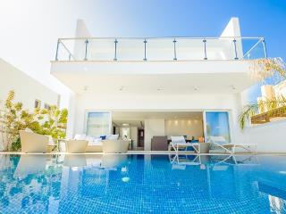 Oceanview Villa 100 - Modern and close to beach