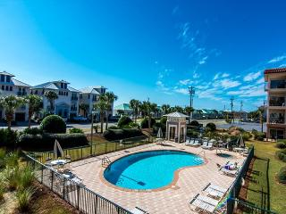 EMERALD WATERS 107,NEWLY REMODELED,POOL ACCESS,2 MIN WALK TO BEACH!!, Sunnyside