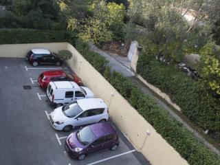 Private parking place in a secure residence/Privater Parkplatz innerhalb der gesicherten Wohnanlage