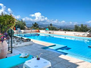 A luxurious villa with breathtaking views, Chania Prefecture