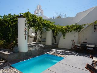 Wineryhouse, where dreams live, Oia