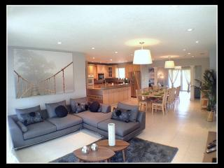 Beautifull Villa with pool, Jacuzzi, spa. 11 persons max, Miami