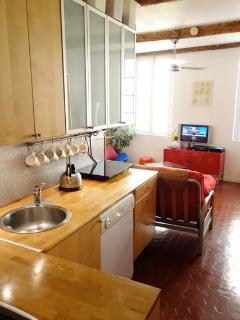 Fully fitted kitchen, with induction hobs, dishwasher, fridge freeze, washer/dryer.