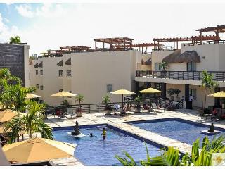 PERFECT FOR A ROMANTIC GETAWAY just steps from Mamitas Beach, Playa del Carmen