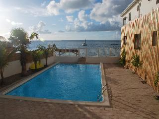 Creole Rock, 3 BR, beachfront, Grand Case, Calmos