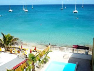 Creole Rock, 3 BR, beachfront, Grand Case, Calmos