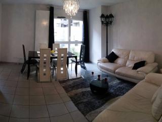 Nice private bedroom 'La Part Dieu' in Lyon
