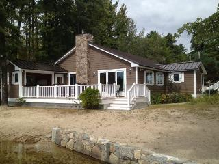 Waterfront Heaven - Luxury home with guest house and kid`s cave!, Ossipee