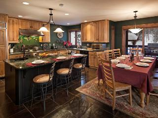 Fully equipped kitchen overlooking dining room