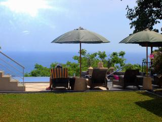 Sea-View Room in Luxurious Villa (with Twin Beds), Senggigi