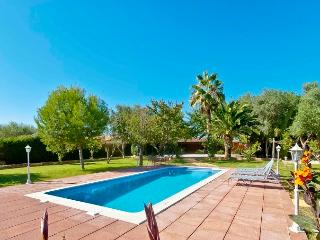 LARGE VILLA WITH SPACIOUS GARDENS AND POOL