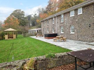 OLD RECTORY COTTAGE, swimming pool, hot tub, woodburners, beautiful views, near