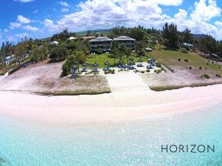 Paradise Beach - Penthouse by Horizon Holidays, Pointe d'Esny