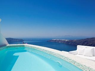 BlueVillas | Above Blue | Private pool with jacuzzi jets
