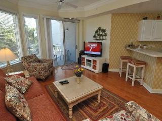 2113 SeaCrest-Pretty 1st Floor Villa steps to the beach and Coligny, Hilton Head