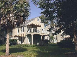 227 Evian -  Pretty, with pool & tennis on-site quick bike ride to beach., Hilton Head