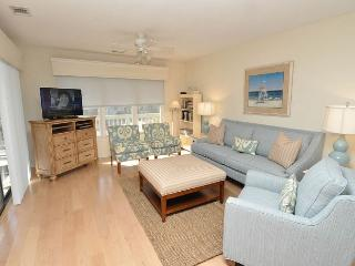 12 Beachside-Pretty 3 Bedroom Beach Home in South Beach Marina Area. Sleeps6, Hilton Head