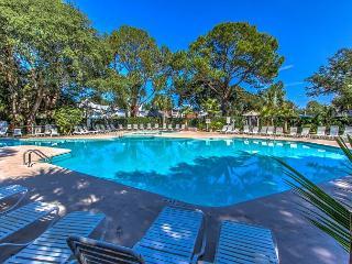 1768 Bluff Villas - Quick walk to beach, playground, pool & marina