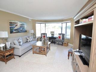 7525 Yacht Club-2nd Floor Fully Renovated Harbourview villa. Beautiful Views, Hilton Head