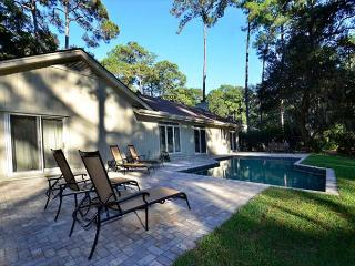 71 Gloucester-Beautiful fully renovated home with Beautiful Pool & Golf Views, Hilton Head