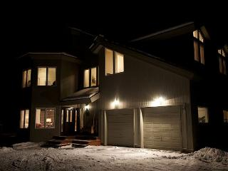 Luxury Mountain Lodge- Ski Hill Road -Free-WiFi-Pool Table-Private Hot Tub!, Driggs