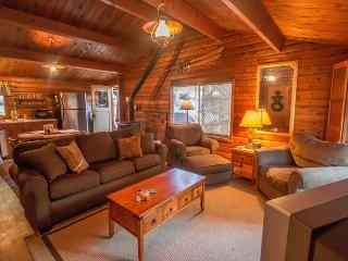 Cozy 'Peace of Pine,' with Wi-Fi, and Hot Tub close to it all, Leavenworth