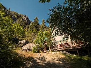5 mins to downtown, private deck and hot tub., Leavenworth