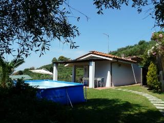 lovely detached house with pool and see view, Massarosa