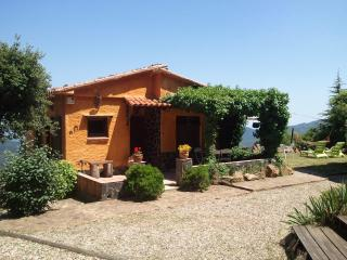 A beautiful country lodge with private pool and stunning views. Ideal for families or couples., Susqueda