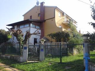 casa con 8 appartamenti 300mdal mare, Porec